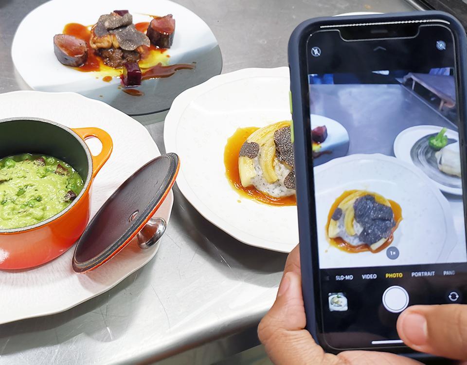 Víctor Quintillà, chef del restaurante Lluerna con una estrella Michelin, ha impartido una masterclass para el alumnado del Máster en Artes Culinarias y Dirección de Cocina de la Escuela Universitaria de Hotelería y Turismo de Sant Pol de Mar (EUHT StPOL). Su restaurante, Lluerna, fue de los primeros de la zona de Barcelona a unirse a la filosofía slow food.