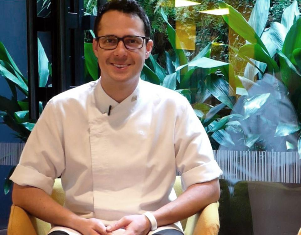 Patrick Rodríguez studied the Master in Culinary Arts & Kitchen Management at EUHT StPOL. He did his internship in the two Michelin star restaurant Moments
