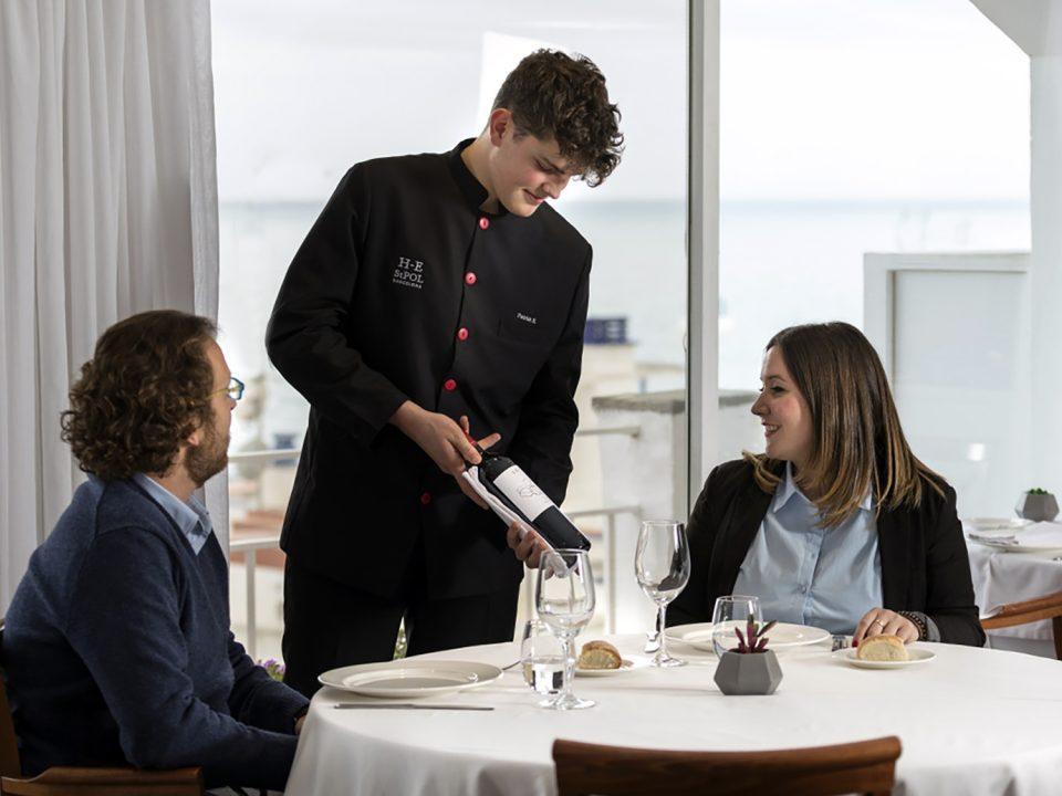 LA IMPORTANCIA DEL SERVICIO DE SALA EN UN RESTAURANTE - Hotel-Escuela de Sant Pol de Mar (EUHT StPOL)